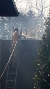 Kent News: Brushfire along I-5 north threatens West Hill homes.