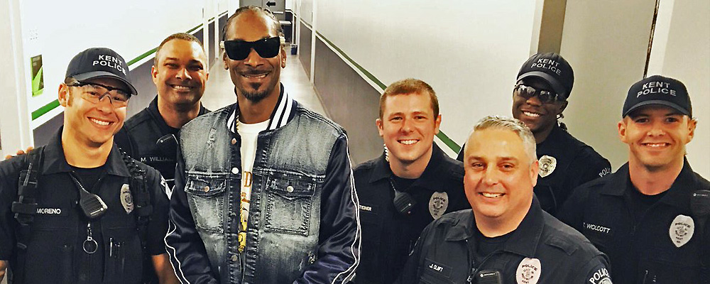 PHOTO: Kent Police Officers hang with Snoop Dog backstage