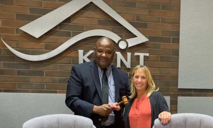 Bill Boyce passes gavel to new Kent City Council President Toni Troutner